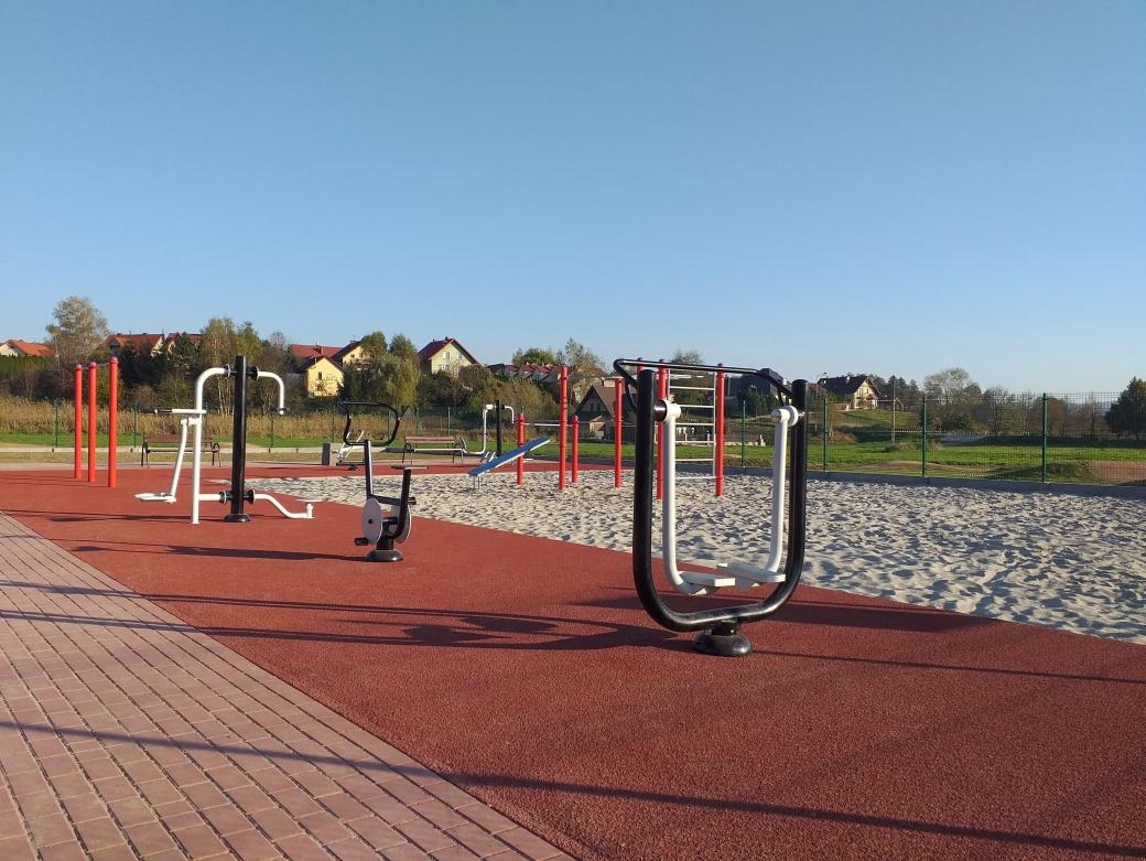 Nowoczesny kompleks sportowo-rekreacyjny przy orliku w Tarnowcu już otwarty!