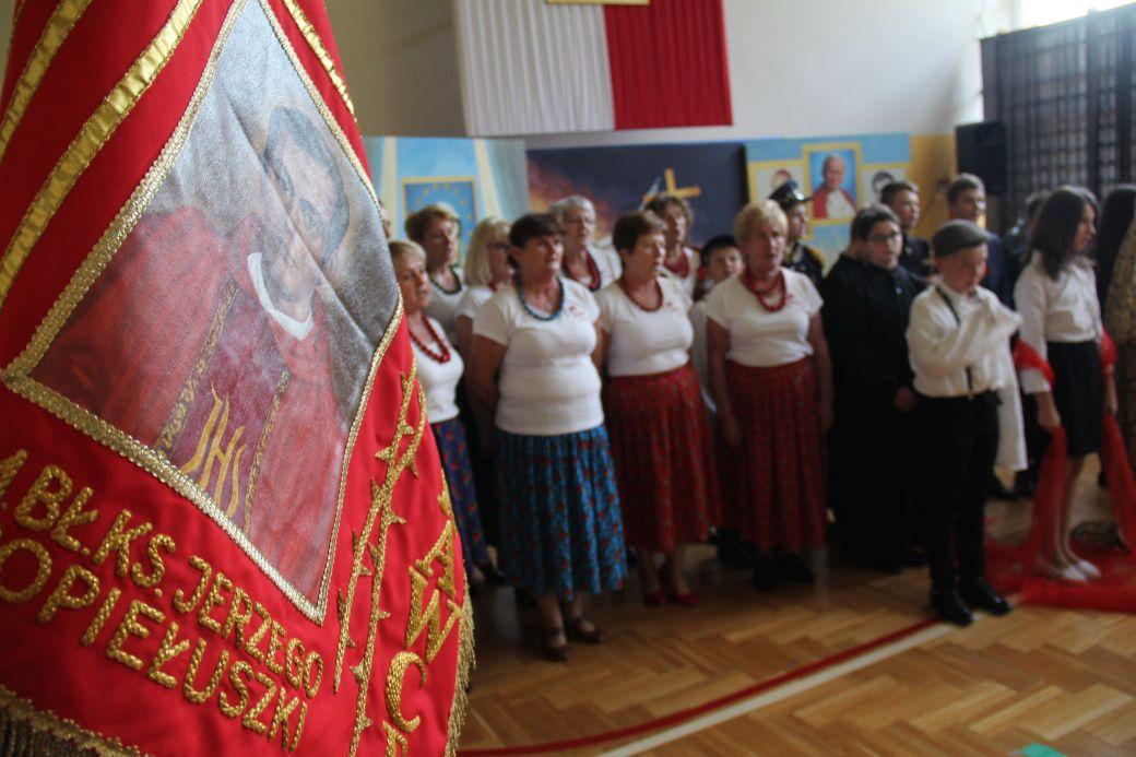 Uroczystości rocznicowe z okazji nadania imienia bł. ks. Jerzego Popiełuszki szkole w Łękawce