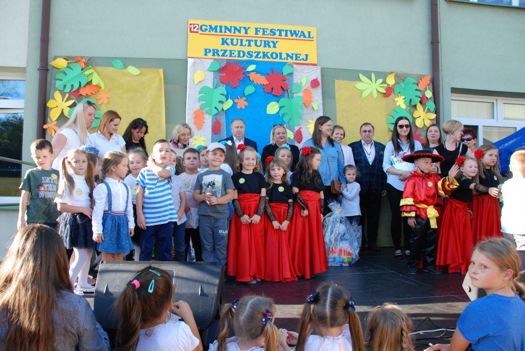 """Kolorowy Festiwal Kultury Dziecięcej """"Mali Giganci"""""""